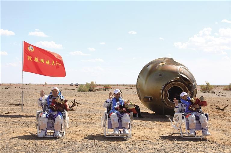 神舟十二(er)號載人飛船(chuan)安全回家