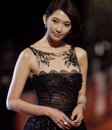 许晴薄纱装写真曝光 50位女星薄纱蕾丝装PK 范冰冰杨幂大秀傲人身材