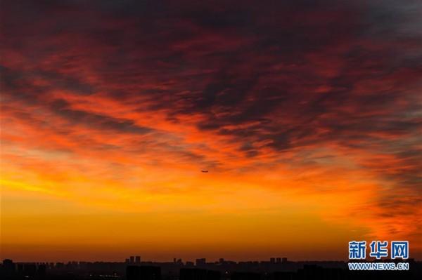 北京朝霞红似火