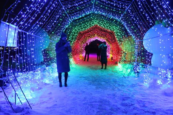 安宁滑雪场开启浪漫夜间滑雪之旅