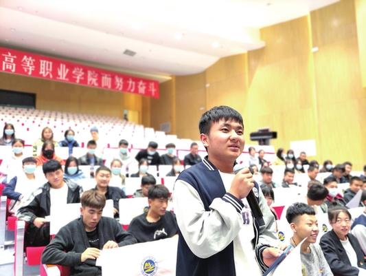 青年jiangshi团走jin高校为xue子宣jiang