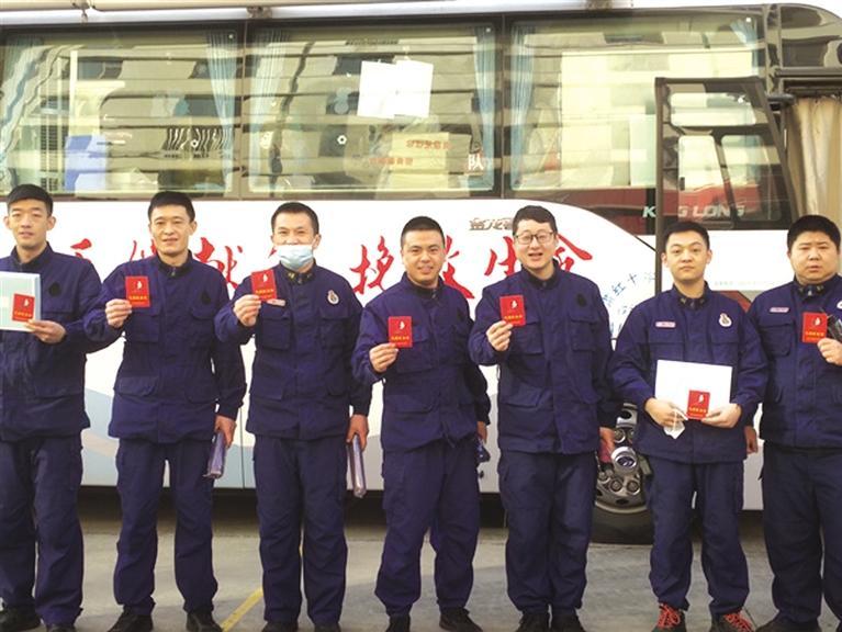 百名消防救援队员无偿献血