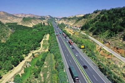全力打造兰州北大门生态通道 目前皋兰县已累计完成绿化整地6217.9亩 栽植苗木68万株