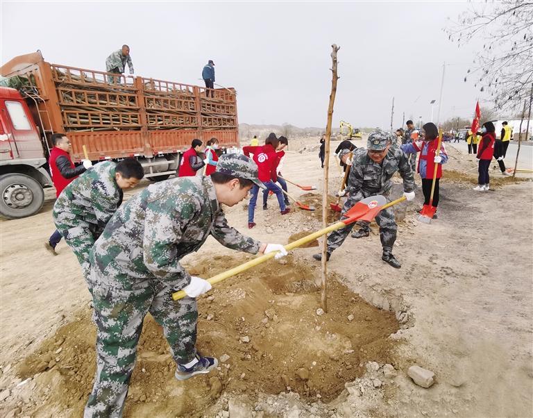 皋兰县千人植树绿化家园