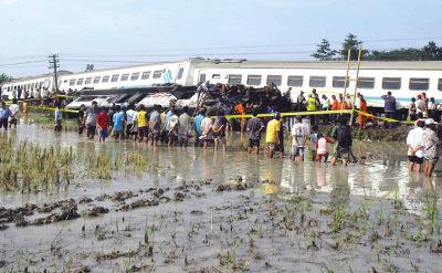 印尼火车相撞13人死亡