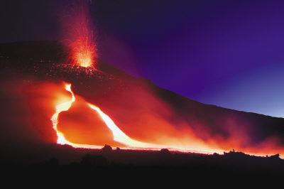 意大利海底火山喷发