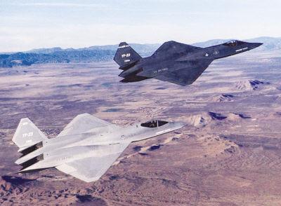 两架美国yf-23隐形战斗轰炸机编队飞行.资料照片