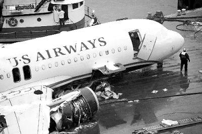 该客机15日下午因飞鸟撞击导致引擎故障