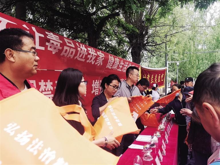 红古区海石湾镇火车站社区开展禁毒宣传活动