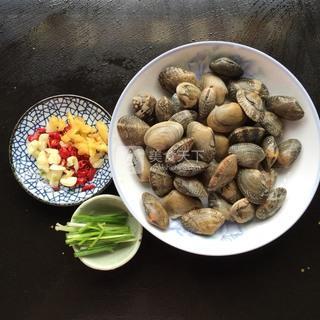 辣炒花蛤的做法步骤:1