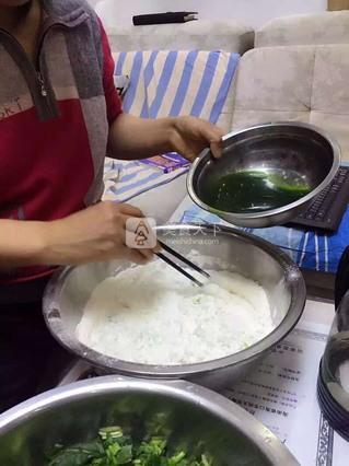 翡翠白菜水饺的做法步骤:2