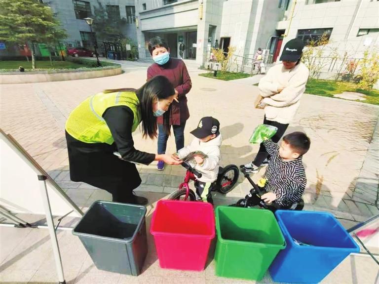 七里河区垃圾分类进小区 提升居民知晓率