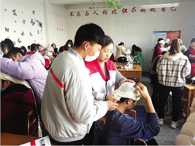 七里河区举办红十字救护员培训班