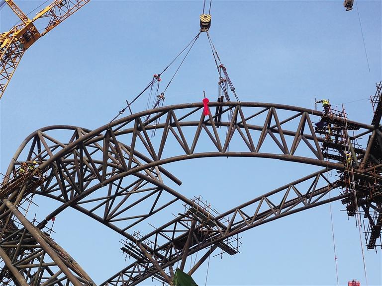 兰州奥体中心体育场钢结构合龙