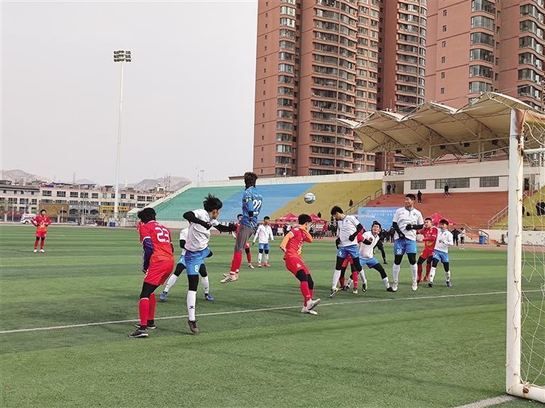 兰州市全民健身运动会11人制足球赛开踢