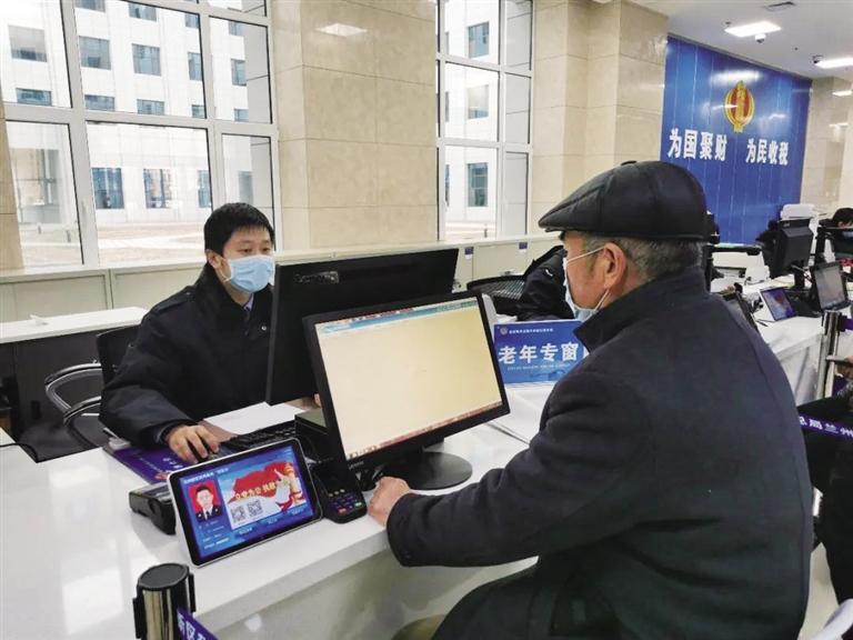 """新区税务局开设""""老年服务专窗"""""""