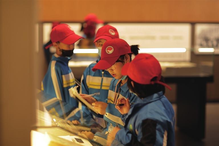 榆中县首届研学活动走进兰州大学