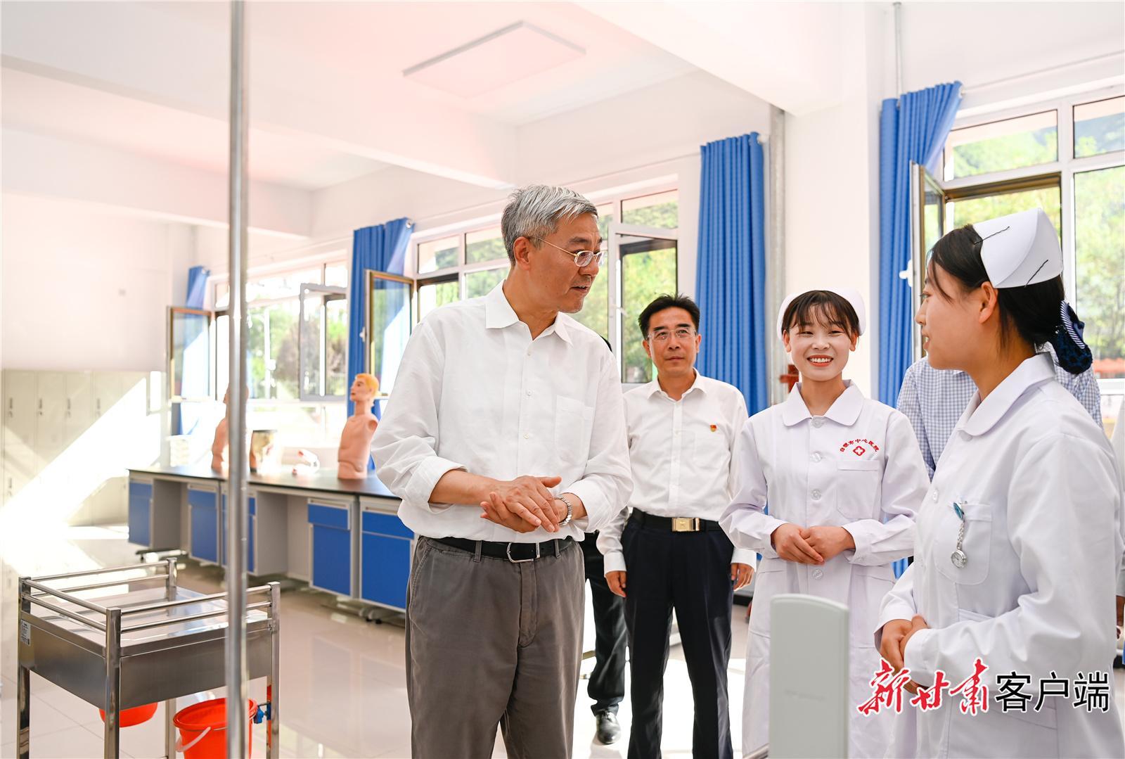 尹弘在甘南陇南调研指导防灾减灾工作时强调: